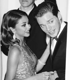 Sarah Hyland and Dominic Sherwood split after two years of dating. Sarah Hyland and Dominic Sherwood have ended their relationship after about two years of dating. Gorgeous Men, Beautiful People, Celebs Without Makeup, Dominic Sherwood, Celebrity Style Inspiration, Celeb Style, Kids Choice Award, Sarah Hyland, Fashion Couple