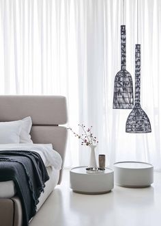 Nightstands, beds, side tables, cabinets or armchairs are some of the luxury bedroom furniture tips that you can find. Every detail matters when we are decorating our master bedroom, right? Modern Bedroom Design, Master Bedroom Design, Bedroom Bed, Contemporary Bedroom, Bedroom Decor, Girls Bedroom, Bed Linen Design, Bed Design, Luxury Bedroom Furniture