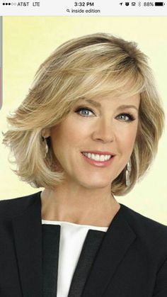 Layered Haircuts Are More Popular This Year - Page 5 of 17 - Dazhimen Medium Hair Cuts, Short Hair Cuts, Medium Hair Styles, Curly Hair Styles, Hair Styles For Women Over 50, Mid Length Hair, Short Hair With Layers, Layered Haircuts, Great Hair