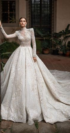 There are so many details to consider about when you're trying on wedding dress, especially with so many styles and designers to choose from. 25 Breathtaking wedding dresses with graceful elegance Muslim Wedding Dresses, Wedding Dress Necklines, Pakistani Bridal Dresses, Necklines For Dresses, Dream Wedding Dresses, Designer Wedding Dresses, Bridal Gowns, Wedding Gowns, Muslim Brides