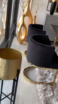 46 Luxurious Black And Gold Dining Room Ideas For Inspiration - A well decorated dining room can really impress guests at a dinner party. It is a room that is always evolving to keep the pace with changing lifestyl. Glam Living Room, Living Room Decor Cozy, Luxury Dining Room, Dining Room Design, Gold Dining Rooms, Dining Room Colors, Black And Gold Living Room, Black Gold Bedroom, Home Decor Furniture