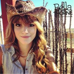 A wonderful and beautiful role model. Her Dad died when she was 9 but she still carried on and became famous from Shake It Up. Cowgirl Hats, Cowgirl Style, Bella Thorne And Zendaya, Bella Throne, Wwe Female Wrestlers, Fashion Mag, Wwe Womens, Disney Stars, Celebs