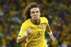 David Luiz (una de las figuras) es pura garra.  Desde el fondo empuja a Brasil.
