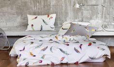 Was gibt es schöneres als in einem guten, hochqualitativem Bett unter schöner, edler Bettwäsche zu schlafen und zu träumen! Wir führen die Kollektionen der 2 bekanntesten Schweizer Bettwäsche-Hersteller! Viele Dessins in Schweizer Standard Grössen haben wir im Laden an Lager, andere europäische oder internationale Grössen lassen wir für Sie in kurzer Zeit anfertigen! Neben Baumwollsatin, Percal und Jersey Bettwäsche führen wir auch angenehme im Sommer kühle im Winter kuschelige… Feather Pattern, Feather Print, Duvet Bedding Sets, Comforters, Bed Pillows, Pillow Cases, Blanket, Modern, Home Decor