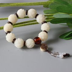 Bracelet Lotus/ Fish - White Bodhi Seed with Tagua Nut White Lotus Flower, Beaded Jewelry, Beaded Bracelets, Tibetan Jewelry, Unique Flowers, Colorful Bracelets, Beaded Flowers, Bead Crafts, Stretch Bracelets