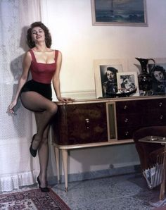 vintage everyday: Classic Beauty Icon of Italy – 35 Stunning Color Photos of Sophia Loren in the 1950s and 1960s