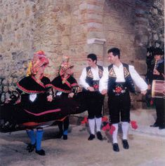 Costume of Montehermoso, Cáceres Province, Extremadura, Spain Conquistador, Barcelona, Folk Clothing, Spain And Portugal, Choir, Traditional Dresses, Folklore, Captain Hat, Costumes