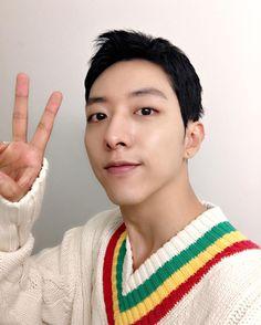 cnblue.cl — 160905 Lee Jungshin Instagram & Weibo Updates [Eng... Lee Jung, Jung Yong Hwa, Cnblue, Asian Actors, Kpop Boy, Boy Groups, Rapper, Singer
