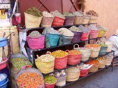 Gekleurde rieten manden @ Marocco