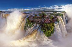 Zespół 250 wodospadów na granicy Brazylii i Argentyny. 80% wodpspadów znajduje się na terytorium Argentyny. Największy z nich wodospad Gargenta del Diablo jest największą atrakcją turystyczną