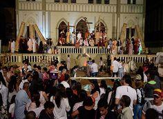 Encenação 'A Paixão de Cristo' marca Semana Santa. http://www.passosmgonline.com/index.php/2014-01-22-23-07-47/cultura/10458-encenacao-a-paixao-de-cristo-marca-semana-santa