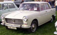 Peugeot 404 (1960-1975)... Creme met rood interieur, blijf 'm leuk vinden.