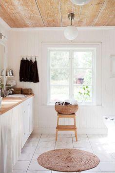 Plain wood & white