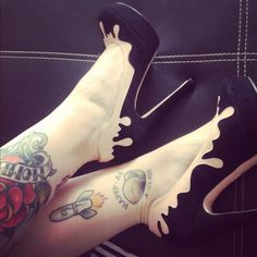 Minna Parikka melt heels with awesome tattoos | VECTORINK #tattoo #tats #leg