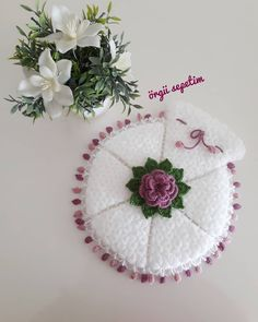 Crochet Bebe, Crochet Hats, Diy And Crafts, Crochet Earrings, Instagram, Knitting, Handmade, Templates, World