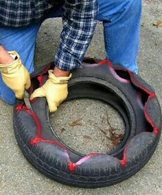 Tutorial on how to create a planter from old tires by famed (and delightfully quirky) gardener Felder Rushing. Tutorial on how to create a planter from old tires by famed (and delightfully quirky) gardener Felder Rushing. Tire Garden, Garden Planters, Lawn And Garden, Pallet Planters, Garden Pallet, Pallet Fence, Old Tire Planters, Cheap Planters, Modern Planters