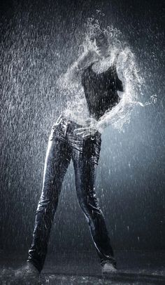 Photoshop tutorial: Create a person made of water photo Manipulation Digital Arts Cool Photoshop, Photoshop Photos, Photoshop Effects, Photoshop Design, Photoshop Photography, Abstract Photography, Photoshop Elements, Photoshop Tutorial, Photography Tutorials
