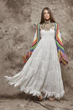 Toquilla de ganchillo multicolor - : Zaitegui - Moda y ropa de marca para señora en Encartaciones Bohemian Lifestyle, Bohemian Mode, Bohemian Style, Hippie Bohemian, Hippie Style, Gypsy Style, Look Boho, Look Chic, Boho Gypsy