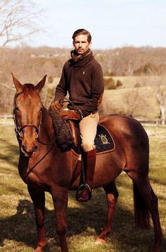 The most important role of equestrian clothing is for security Although horses can be trained they can be unforeseeable when provoked. Riders are susceptible while riding and handling horses, espec… Men's Equestrian, Equestrian Outfits, Equestrian Fashion, English Gentleman, Gentleman Style, Mode Man, Ralph Lauren, Mode Masculine, Mode Style