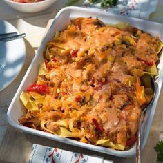 Gyros casserole with pasta - Fry the gyros and set aside. Cook the ribbon pasta to the bite. Clean and quarter the mushrooms. Pork Recipes, Pasta Recipes, Dinner Recipes, Burger Recipes, Ribbon Pasta, Rabbit Food, Le Diner, Casserole Recipes, Pasta Casserole
