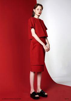 Fashion Poses, Fashion Shoot, Editorial Fashion, Fashion Photography Inspiration, Photoshoot Inspiration, Style Inspiration, Red Fashion, High Fashion, Womens Fashion