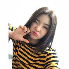 오늘도 와주셔서 감사합니다 반가웠어요 다들 잘자요 ..  .  .  .  .  .  #bravegirls #브레이브걸스#유나#yuna#rollin #롤린#굿밤#잘자요#음중#막방#흑흑 Bff Girls, Kpop Girls, Cute Girls, Cute Korean, Korean Girl, Asian Woman, Asian Girl, Brave Girl, Uzzlang Girl