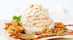 мороженое грецкого ореха с карамельным соусом | Легкие Самодельные Рецепты