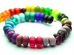Dieses Perlenset besteht aus 52 handgefertigten Glasperlen/ Lampworkperlen . Ich lege Wert auf Qualität - alle meine Perlen wurden langsam