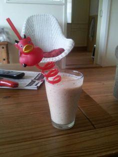 Smoothie 1 blik fruitcocktail, 300 ml volle yoghurt, 3 lepels havervlokken, 3 lepels gebroken lijnzaad.