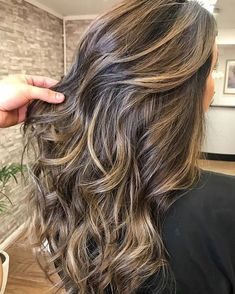 Brown hair color with highlights #brownhair #brownhaircolor #balayagehair #hairstyles