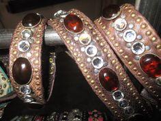 Partnerlook, Gürtel und Hundehalsband. Sehr schönes braunes Rindsnappa,Echsenprint mit vielen Straß und Schmucksteinen. Kann auch beides von Frauchen getragen werden!!!!