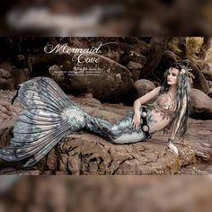 Another mermazing shot from the taken by This beautiful grotto was so magical. I don't think… Real Mermaids, Mermaids And Mermen, Mermaid Cove, Mermaid Art, Realistic Mermaid Tails, Professional Mermaid, Silicone Mermaid Tails, Mermaid Quotes, Life Under The Sea