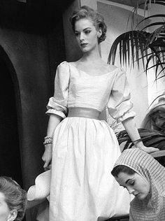 50's fashion. I love these sleeves and the neckline.
