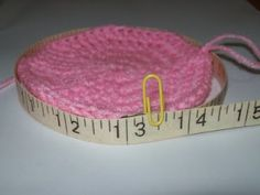 great tutorial for making infant hats to correct size (cats-rockin-crochet)