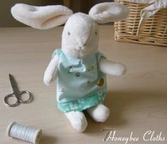 Honey bunny free pattern and tutorial - Made from super-soft Moda Snuggles, these sweet little bunnies can also be made from Prairie Cloth or wool.