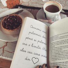 Oamenii sunt puternici, dar pana si puterea are o limita, mai ales cea care vine din inima. Joker Quotes, Happiness, Memories, Thoughts, Feelings, My Love, Happy, Books, Beautiful
