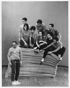 Production photo of Yvonne Rainer's Robert Rauschenberg, Contemporary Dance Moves, Yvonne Rainer, San Francisco Museums, People Dancing, Dance Fashion, Dance Photos, History Photos, Museum Of Modern Art