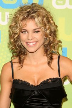 curly hair | Annalynne McCord