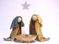 Nativity-Trio-Bright-Blue-Straw-Manger-Front