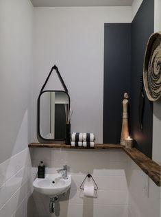 De make-over van onze hal en toilet met verf van Farrow & Ball Bathroom Niche, Bathroom Wall Decor, Bathroom Furniture, Bathroom Interior, Modern Bathroom, Small Bathroom, Rustic Furniture, Furniture Ideas, Bathroom Ideas