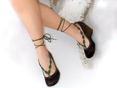 Crochet  barefoot sandals, green leaves, handmade nude shoes, wedding, victorian lace, sexy,  yoga, anklet , steampunk sandals, beach pool. €10,00, via Etsy.