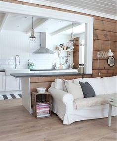 Country style home | live from IKEA FAMILY j'aime l'idée de la caisse de bois comme table d'appoint