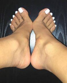 Toe Nails White, Cute Toe Nails, White Toenails Polish, Nice Toes, Pretty Toes, Feet Soles, Women's Feet, Sexy Zehen, Toe Pics