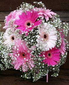 New wedding bouquets pink gerbera babies breath 26 Ideas Gerbera Wedding Bouquets, Gerbera Daisy Bouquet, Daisy Wedding Flowers, Pink Gerbera, Wedding Flower Arrangements, Flower Centerpieces, Gerbera Daisies, Tall Centerpiece, Centerpiece Wedding