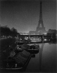 O velho morava no barco que ficava estacionado à beira do Sena.