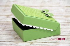 Stampin Up Crocodile aligator box Krokodil Verpackung Punktemeer TI Prägefolder Decorative Dots sale-a-bration 2014 cor'dinations cardstock from www.de with video tutorial (could use new hamburger box) 3d Paper Crafts, Diy Paper, Stampin Up, Origami, Tarjetas Diy, Valentine Box, Craft Box, Diy Box, Kids Cards