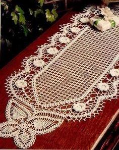 Crochê de trilho borboleta e flores.Centro de mesa