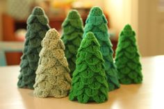 Crocodile Stitch Crochet Christmas Trees! Great idea from a blog that also has pinecones crocheted this way. From YARNFREAK. Directions need translation from Danish.