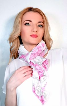 Cu finetea unui parfum frantuzesc, cu frumusetea unui buchet de flori roz, cu delicatetea voalului ei, esarfa INDRA te invita sa te bucuri de feminitate, stil romantic si un look de neuitat! #esarfa #esarfavoal #esarfafina #esarfahandmade #esarfacadou #accesoriiunicat #Accesoriifemei #fashionaccessoryes #accesoriifashion #esarfaimprimeu #artwear #artadeafiunica #accesoriifemeideosebite Romantic, How To Wear, Fashion, Fragrance, Moda, Fashion Styles, Romance Movies, Fashion Illustrations, Romantic Things