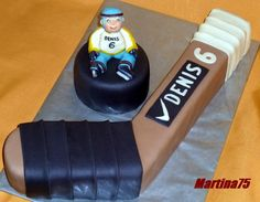 Hockey Stick cake tutorial, not English but there are good pictures. Hockey Birthday Cake, Hockey Birthday Parties, 9th Birthday Cake, Hockey Party, Fondant Cakes, Cupcake Cakes, 3d Cakes, Hockey Cupcakes, Ludo